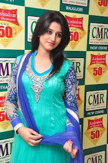 Model Shamili in chudidar at cmr event 016.jpg
