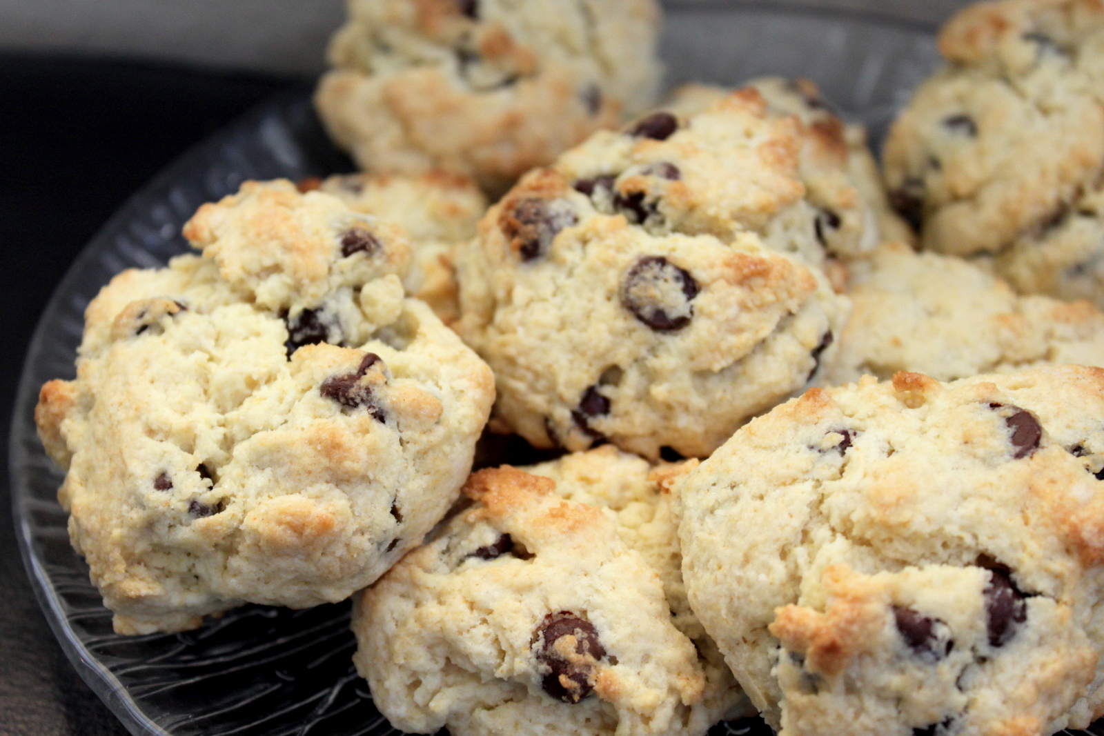 United Kingdom: English Royalty Chocolate Chip Scones – Juggling ...