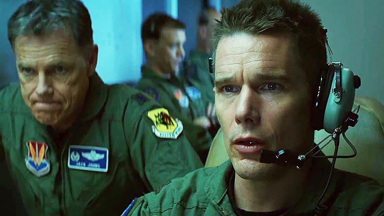 Ethan Hawke et Bruce Greenwood dans Good Kill, de Andrew Niccol (2015)