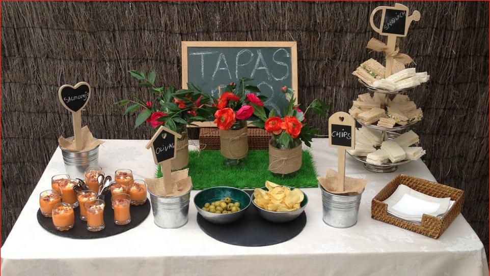 Un aperitivo en el jard n for Como decorar una mesa de jardin