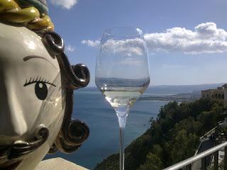 White - Sicily - Adenzia - Chardonnay - Baglio Del Cristo di Campobello (Winery) - 2008 Place : Hotel Metropole (Taormina)