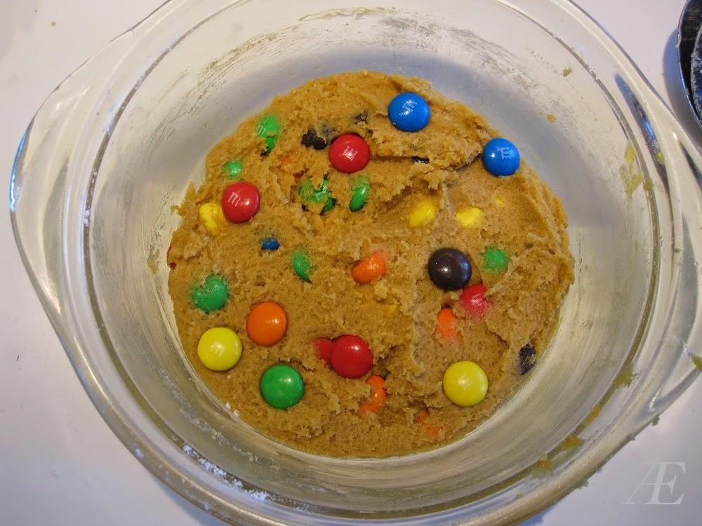 Opskift på chocolate chip cookie med m&m's, bagt i mikroovn.
