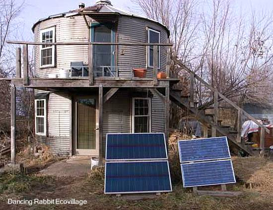 Silo metálico cilíndrico reciclado a vivienda