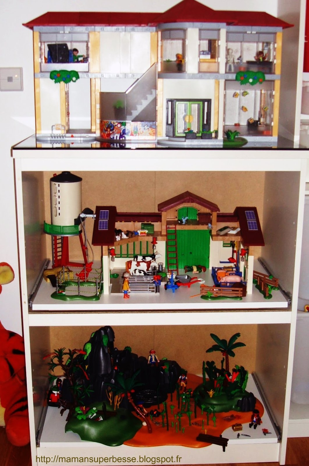 meuble playmobil organisation pr t jouer y 39 a maman la maison. Black Bedroom Furniture Sets. Home Design Ideas