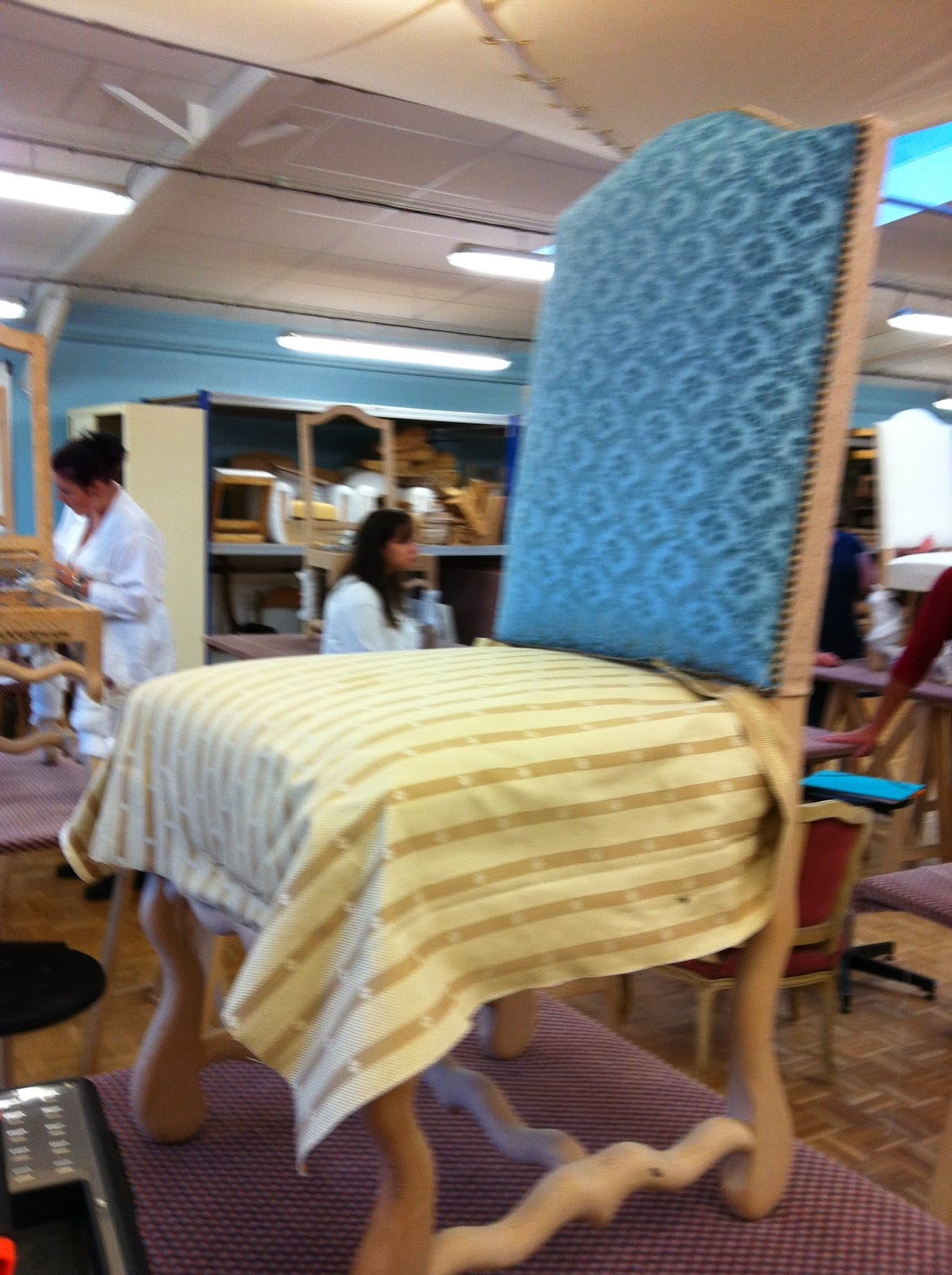 R nover une chaise louis xiii dans les r gles de l 39 art for Renover une chaise medaillon