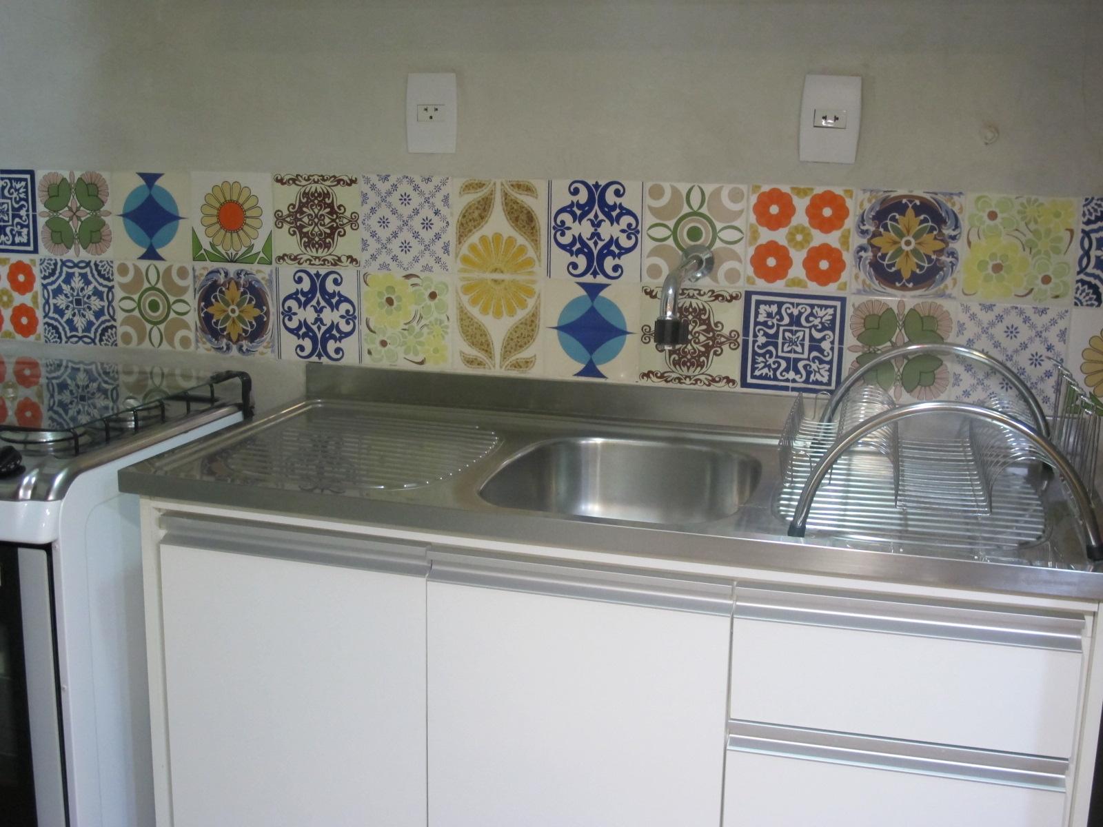 mora em uma casa alugada e não pode fazer porque esses azulejos  #7A462D 1600x1200 Banheiro Com Azulejo Patchwork