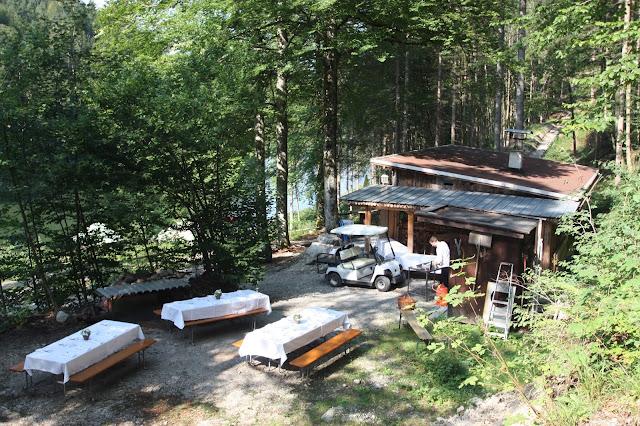 Waldpicknick an der historischen Bobkantine am Riessersee in Garmisch