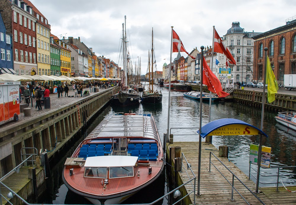 boats and canals in copenhagen nyhavn