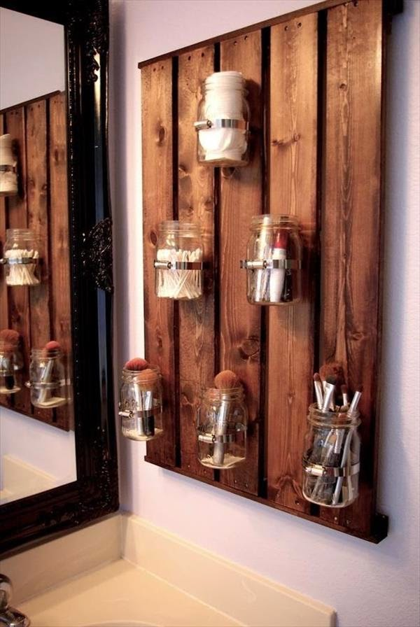 http://palletfurnitureplans.com/pallet-ideas/pallet-mason-jars-hanging-wall/