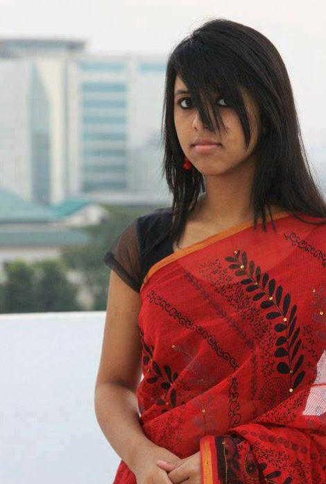 Hottest+Desi+Girls+Pictures+In+Saree004