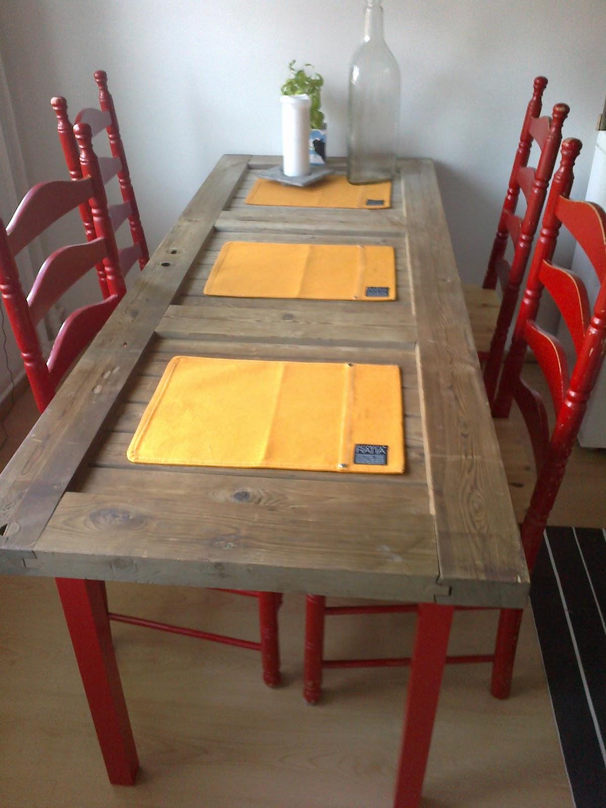vanhaa ja uutta keittiön pöytä