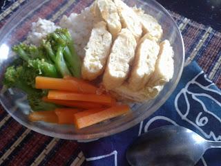 Nasi Oatmeal dengan Sayur Rebus dan Telur Dadar