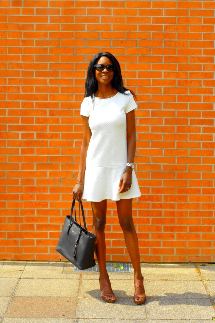 Look petite robe blanche