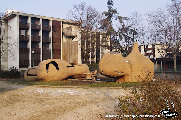 Grenoble - Cour de l'école de Verderet - Village Olympique  Architecte: Pierre Székely  Construction: 1967 (Restauré en 2008 par Frédéric Barbet)