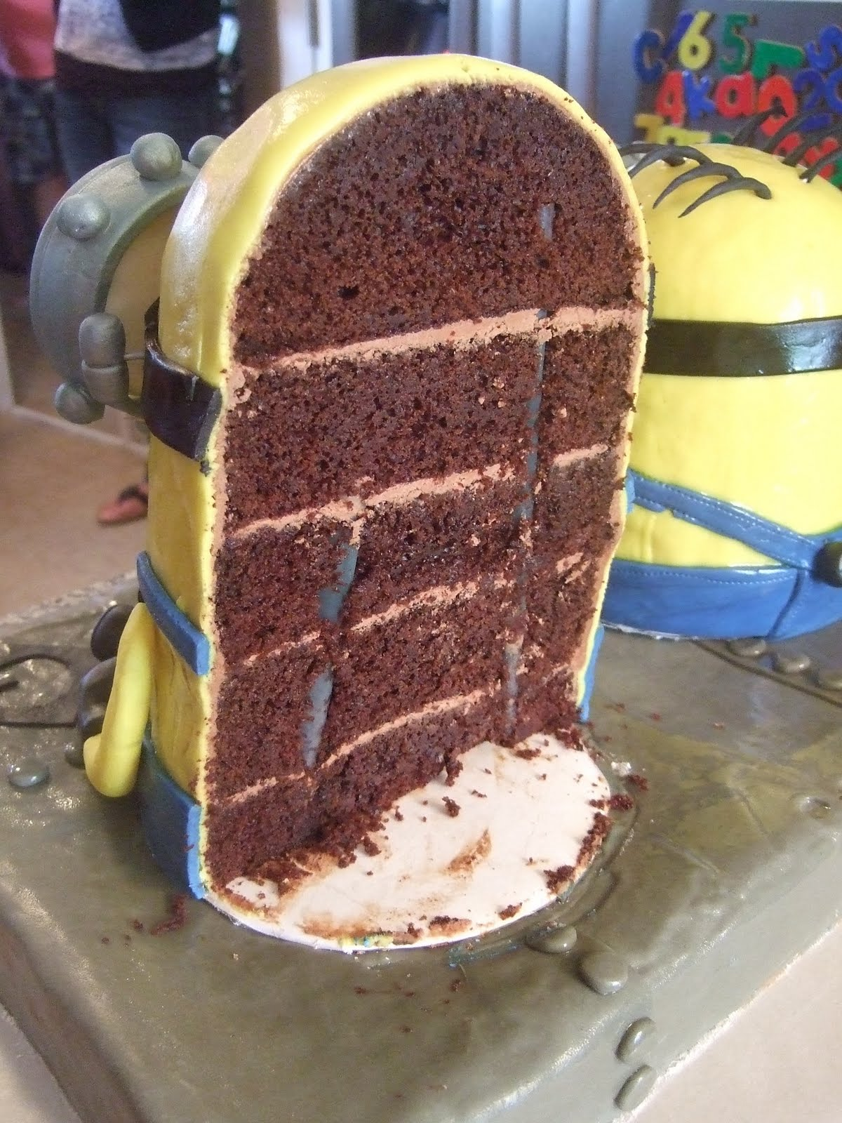 Minions Cake http://throughfuchsiacoloredglasses.blogspot.com/2011/08/making-of-minion-cake.html