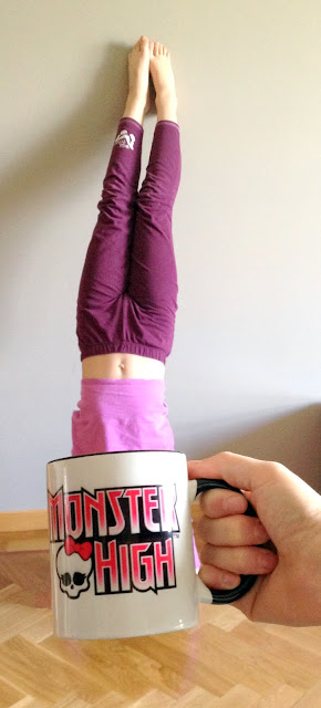 Carmen en su taza de las Monster High