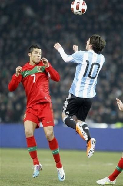 Sport cops cristiano ronaldo vs lionel messi action wallpapers cristiano ronaldo vs lionel messi action wallpapers voltagebd Image collections