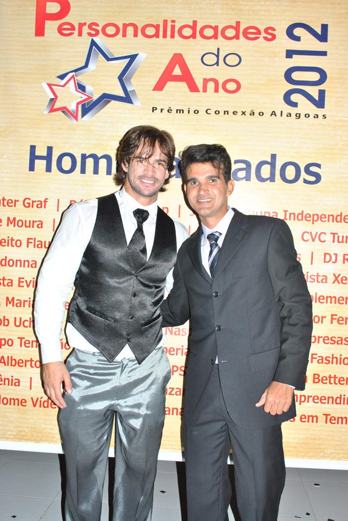 Ex-BBB Rodrigo Carvalho e Jailthon Sillva, criador Prêmio Personalidades do Ano 2012.  Foto: Moisés Foto Stúdio