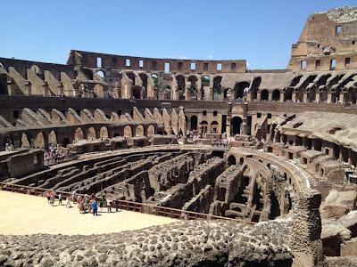 El Coliseo fue parcialmente destruido por un terremoto en el año 810 y sus escombros fueron utilizados para construir varios edificios romanos (entre ellos San Pedro). El Coliseo Romano. Que visitar en roma