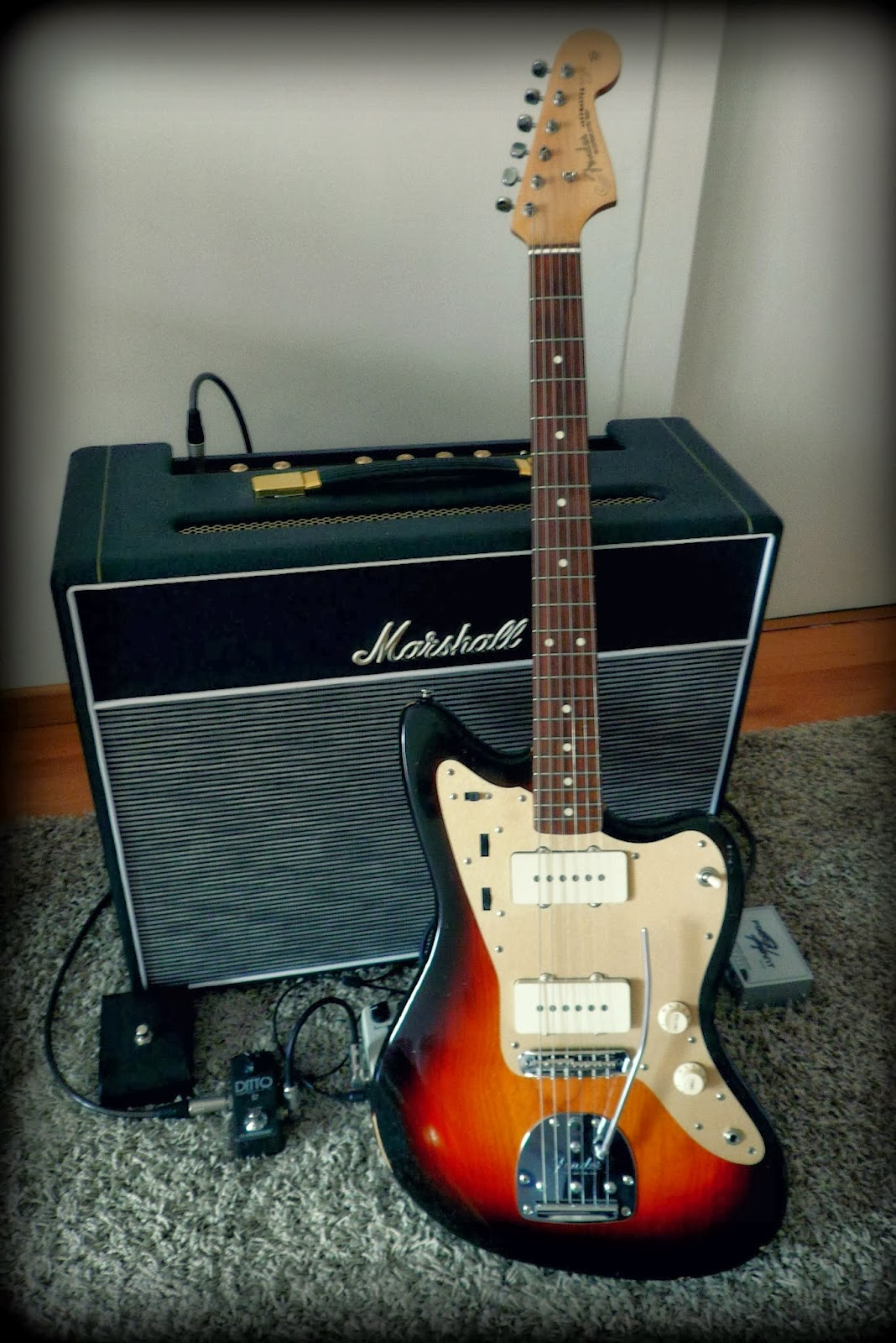 supreme vintage tone guitars jazzmaster neck reliced custom made gold anodized pickguard from theworkoffire seymour duncan antiquities ii pickups vintage cloth wiring