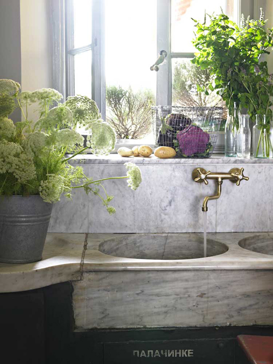 Rustic kitchen sink ©Fabrizio Cicconi for Elle Decoration
