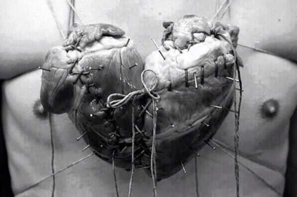 'La forma tan conocida que tiene el corazón que dibujas, es la unión de dos corazones.'
