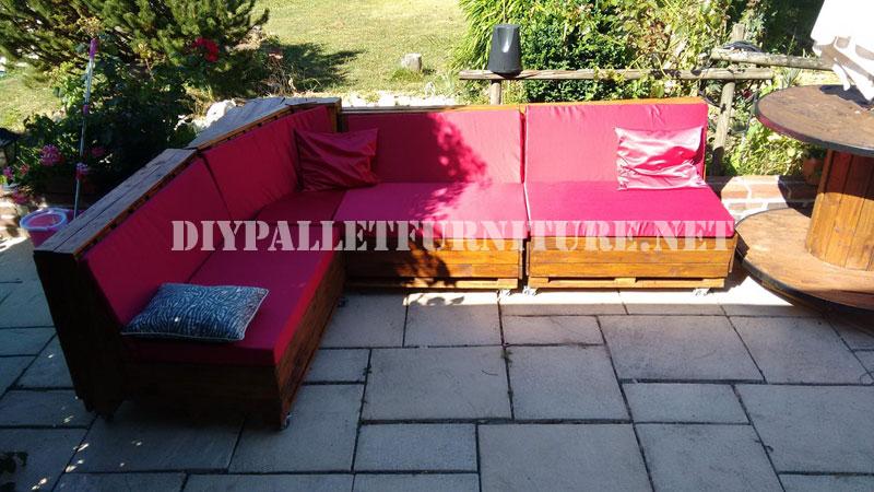 Sofa esquinero hecho con palets for Sofa hecho con palets
