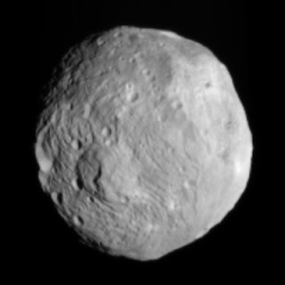 Rheasilvea Mons , Vesta