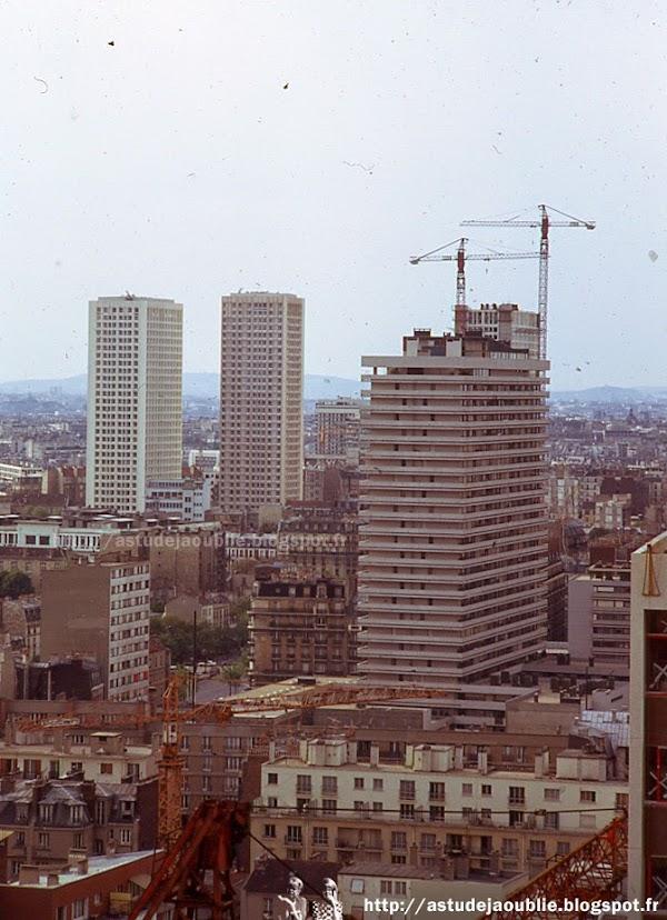 Paris 13ème - Immeuble Le Périscope  Architecte: Maurice Novarina  Mosaïque / Fresque: Emile Gilioli  Construction: 1965 - 1969