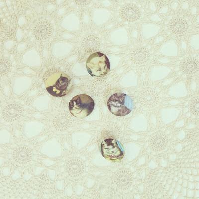 ByHaafner, crochet, doily, buttons, cats