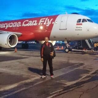 december 2014 hindu damaikota malang, bersama istri dan kedua anaknya ikut dalam pesawat airasia qz8501 (surabaya singapura) hilang kontak di perairan belitung, minggu (28 12)