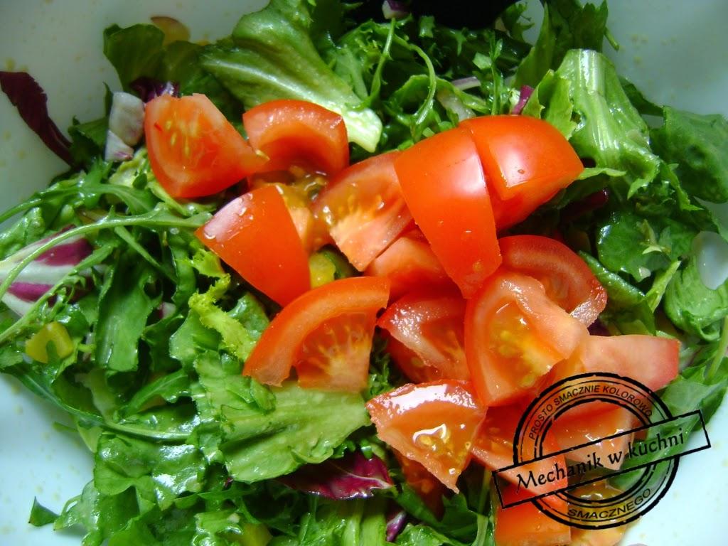 Mix sałat z sosem winegret mechanik w kuchni wiosenna słatkla mix sałat market biedronka