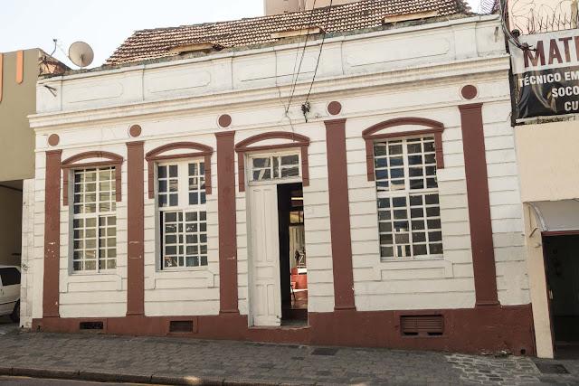 Casa na Carlos Cavalcanti 382