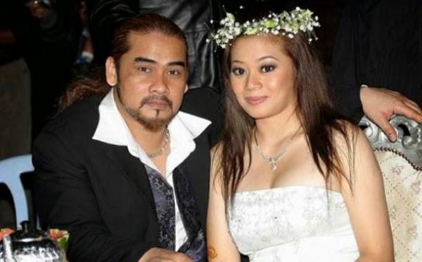 Awie Yakin Sijil Nikah Bersama Isteri Sah
