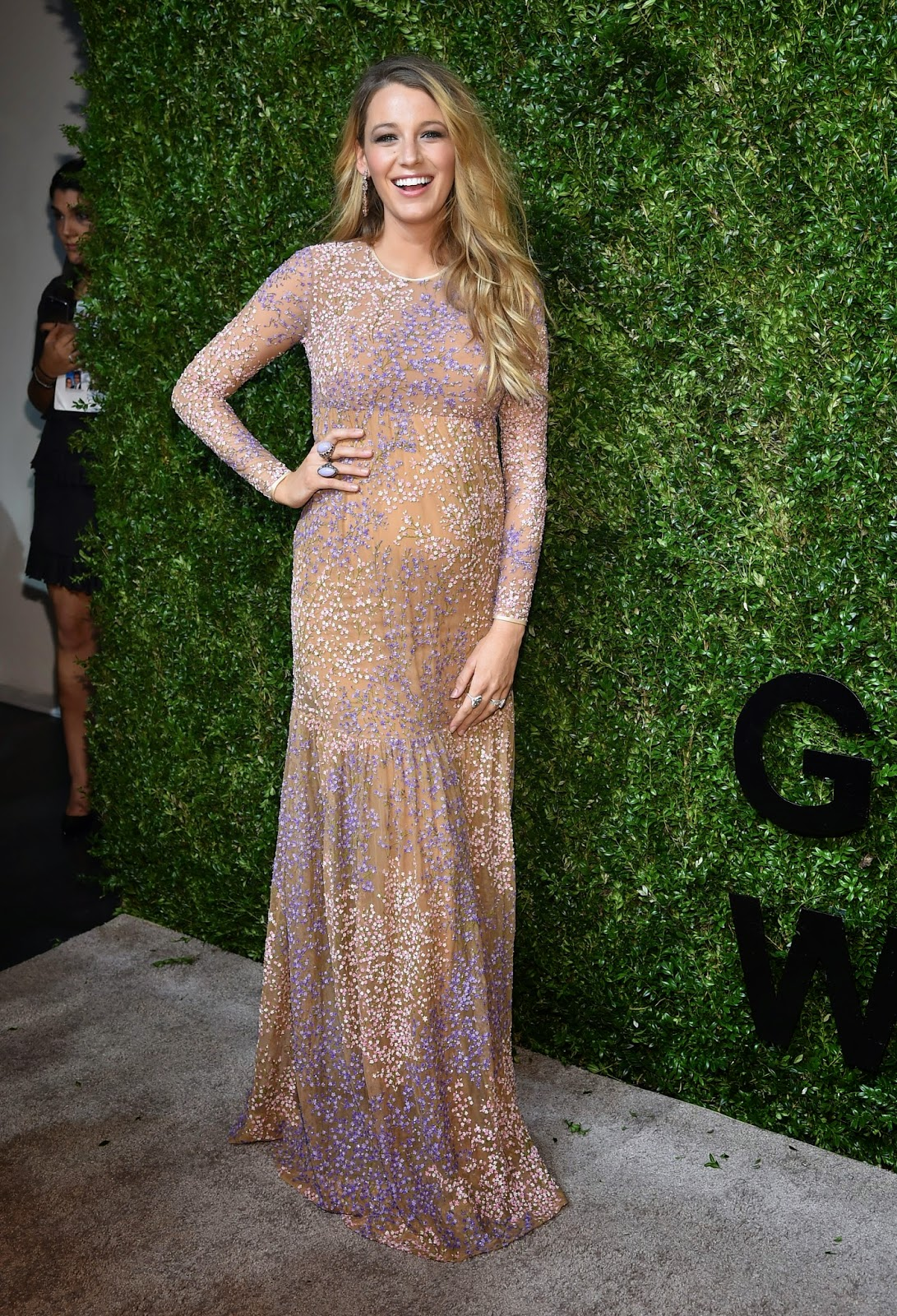 Stella Maternity News: Pregnant Blake Lively Glowing in a Lilac Gown ...