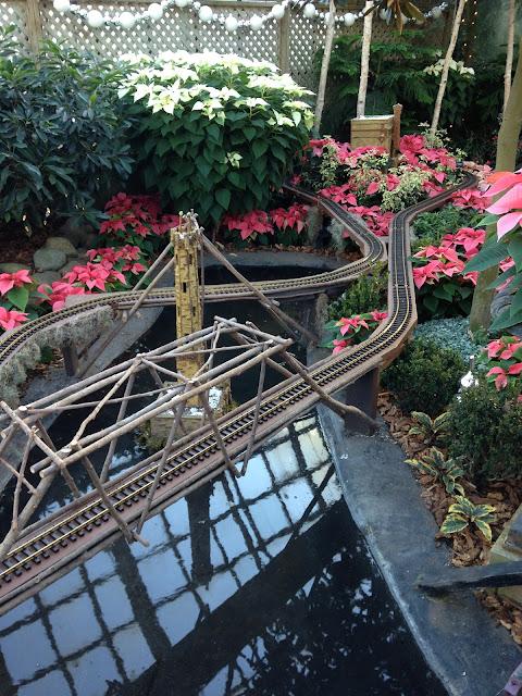 """<Img src = """"07/12/13-1.jpg"""" alt = """"conservatorio de plantas, chicago"""">"""