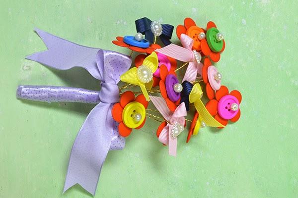 perles accesoires comment faire un bouquet de fleurs par. Black Bedroom Furniture Sets. Home Design Ideas