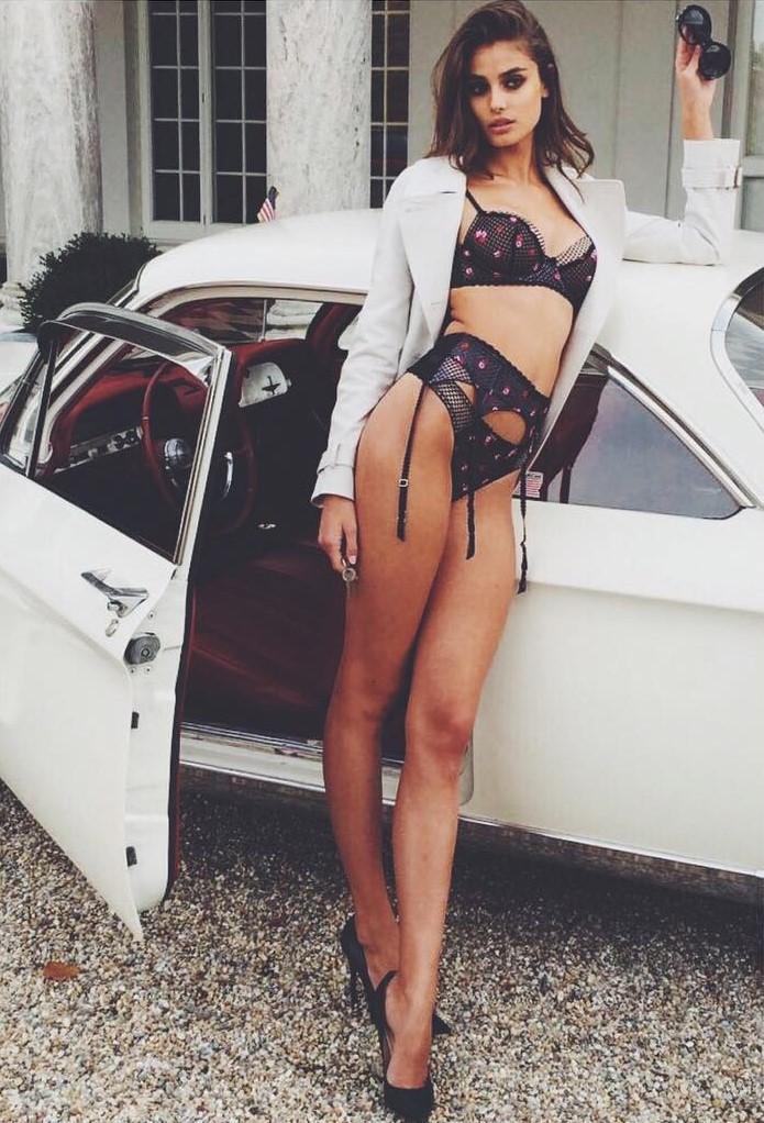 Taylor Hill Victoria's Secret