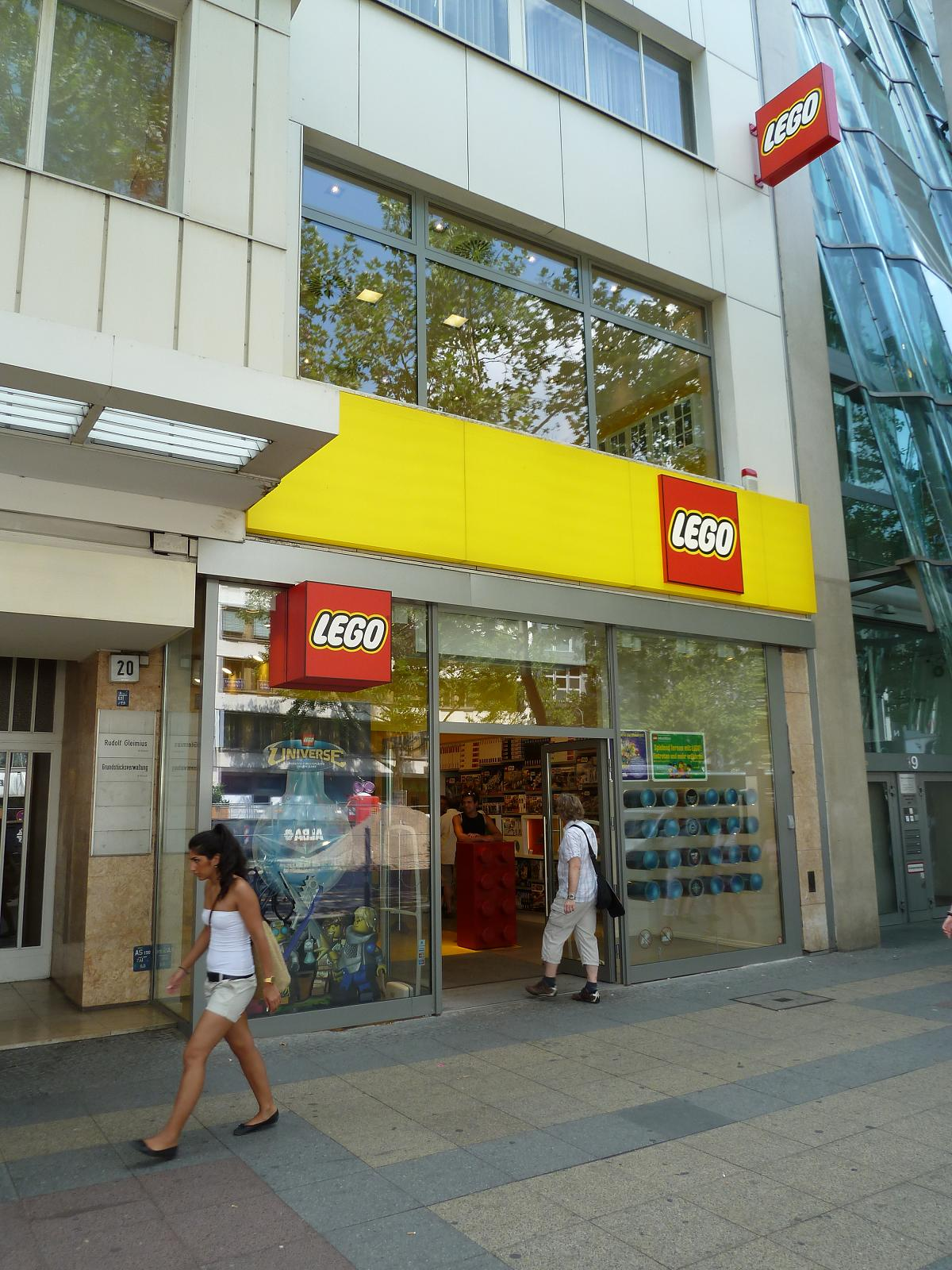 lego lego store at berlin germany. Black Bedroom Furniture Sets. Home Design Ideas