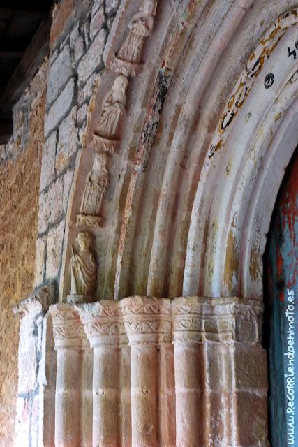 Detalle portada Ermita Sta. María de la Hoz