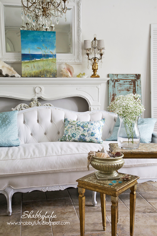 Five Minute Styling Tips With HomeGoods Pillows And Art