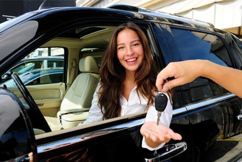 Mua ôtô ở Việt Nam phải chịu những khoản thuế, phí nào?