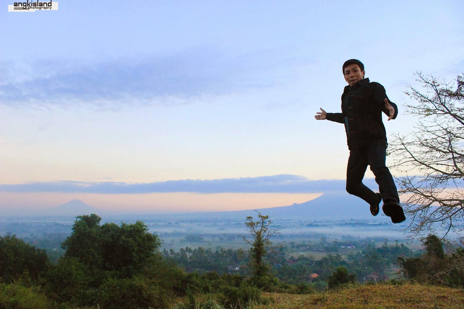 lompat dari merapi