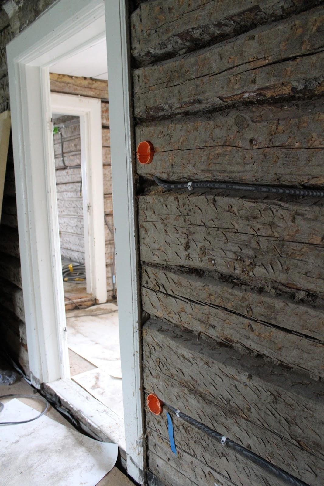 På Östergården : eldragningar och lerklining