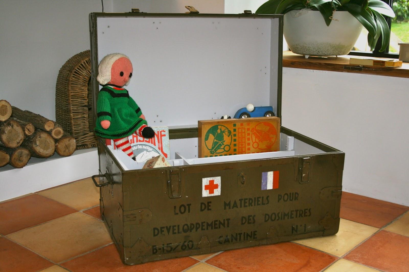 c 39 est la re cr ation vintage scolaire vintage coup de c ur cantine militaire table. Black Bedroom Furniture Sets. Home Design Ideas