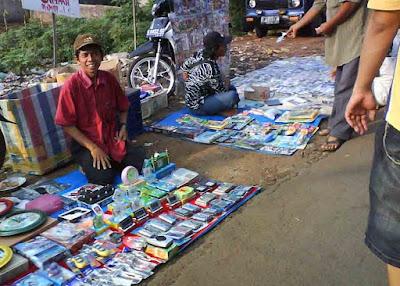 JADI TARGET :  pedagang kaki lima dan pedagang di Pasar tradisional juga menjadi sasaran target sosialiasi BPJS.  Foto dari Internet