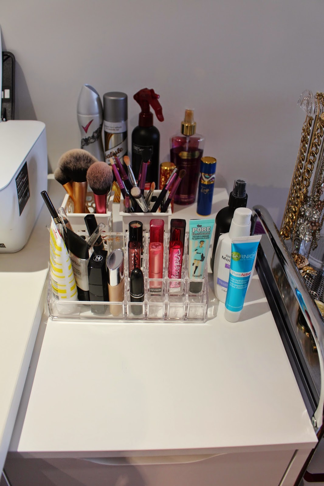 makeup storage, jewellery storage, jewelery storage, beauty storage, small space storage, makeup and jewellery small space storage, howards storage world, kmart, ikea alex 5 drawer, makeup storage container australia, makeup storage australia
