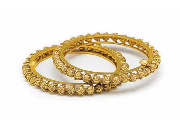 auchenflower women jewellery gold diamond earring pendant from doha qatar