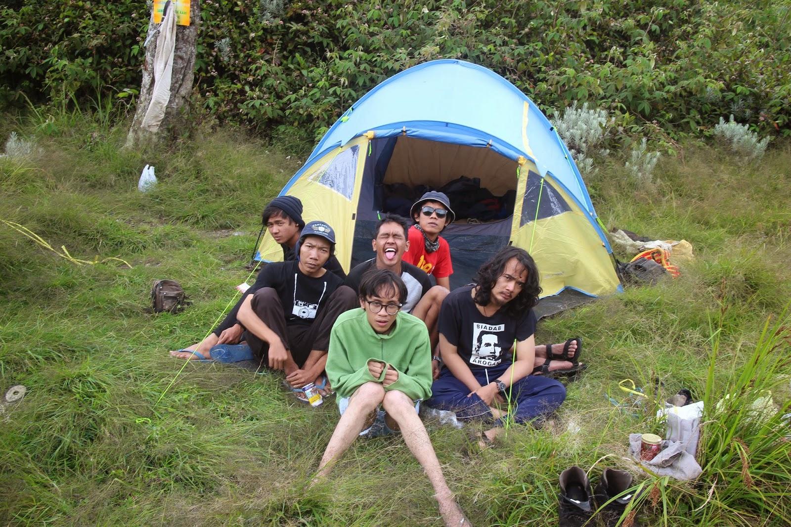 foto di depan tenda