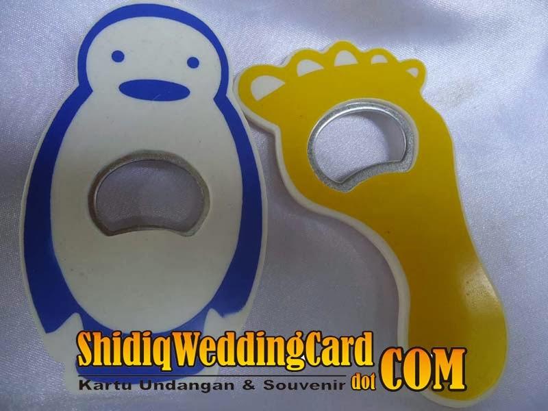 http://www.shidiqweddingcard.com/2014/02/souvenir-pembuka-botol.html